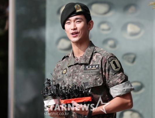 [★포토]전역 소감 밝히는 김수현