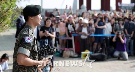 [★포토]김수현 '건강하게 전역했어요'