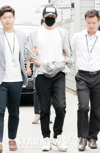 [★포토]'성폭행 혐의' 강지환, 법정으로
