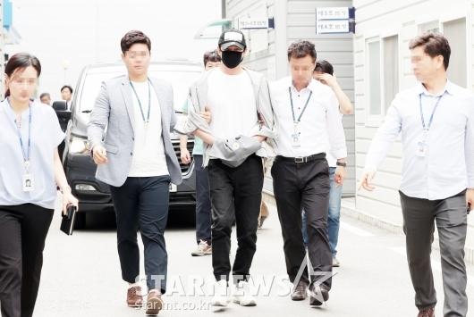 [★포토]'성폭행 혐의' 영장실질심사 받는 강지환