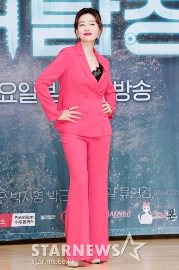 [★포토]박진희 '강렬한 핫핑크 패션'