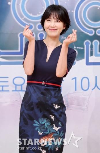 [★포토]신동미 '허규에게 보여주던 하트'