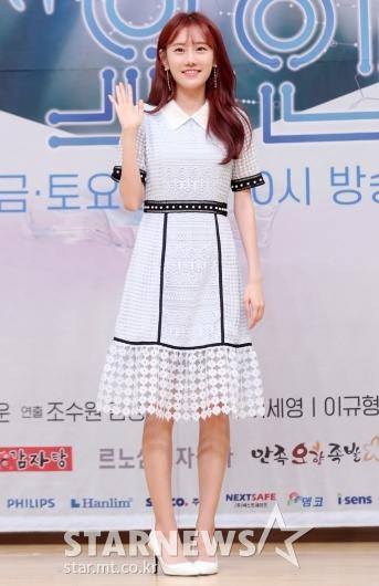 [★포토]정민아 '화사한 손인사'