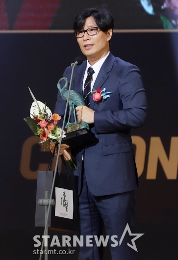 [★포토]신인감독상 수상한 김태균 감독