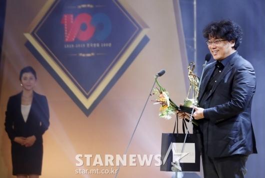 [★포토]봉준호 '기생충'으로 최우수 감독상 수상