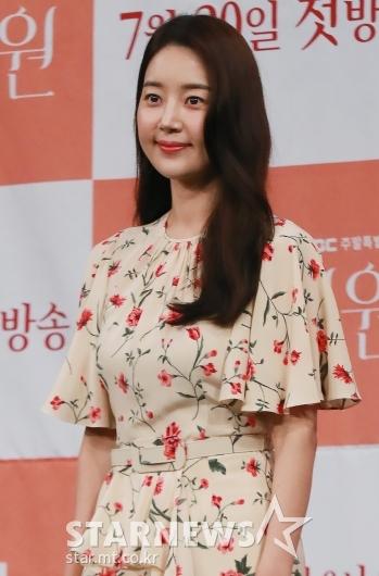 [★포토]한지혜 '꽃무늬 원피스로 블링블링'