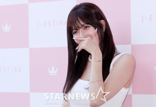 [★포토]현아 '미소는 수줍게'