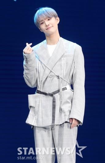 [★포토]승훈 '팬심 저격하는 애교 하트'