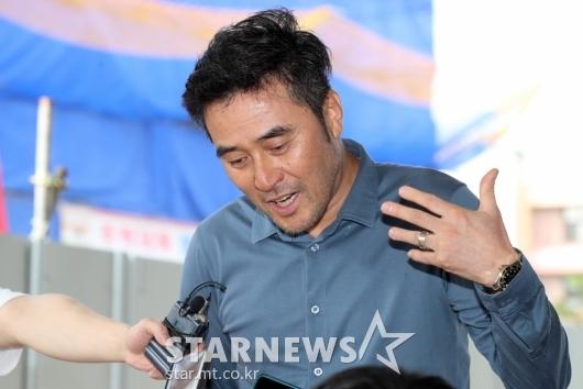 [★포토]'보복운전 혐의' 3차 공판 출석한 최민수