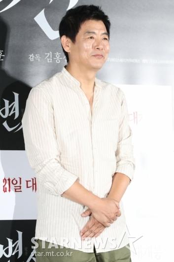 [★포토]성동일 '첫 공포영화입니다'