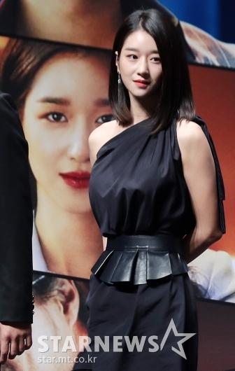 [★포토]서예지 '포스터 찢고 나왔네'