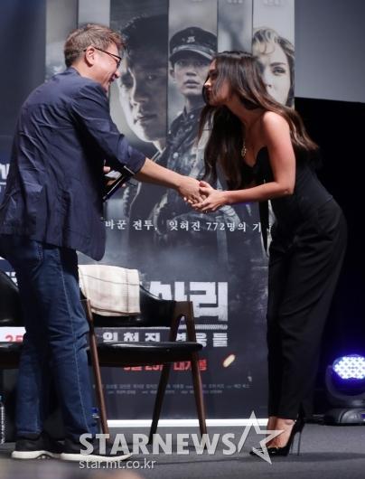 [★포토]메간 폭스 '곽경택 감독에게 허리 굽혀 인사'