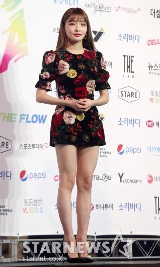 [★포토]청하 '화려한 꽃무늬도 찰떡 소화'