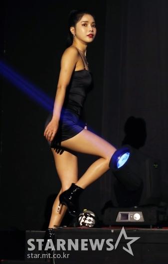 [★포토]솔라 '시선 뺏는 치명적 매력'
