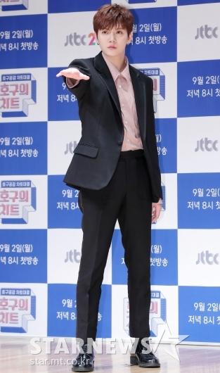 [★포토]렌 '대선배 신화 포즈 따라하기'