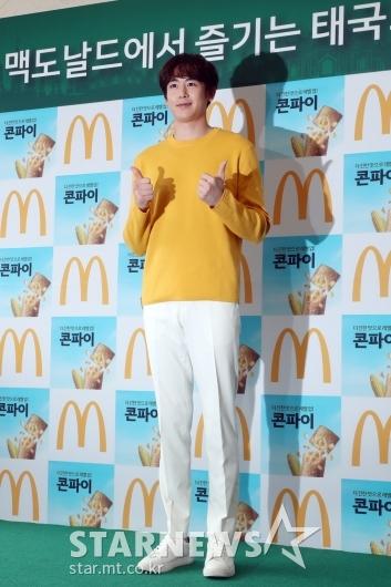[★포토]닉쿤, 깔끔한 패션