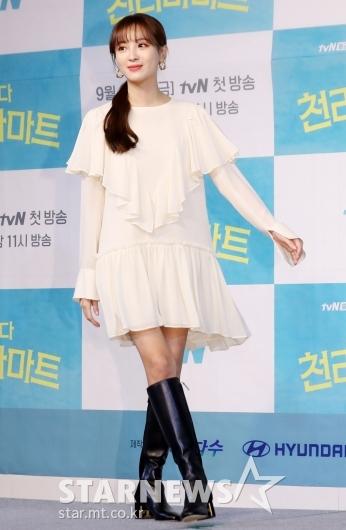 [★포토]정혜성 '화이트 원피스에 블랙 부츠'