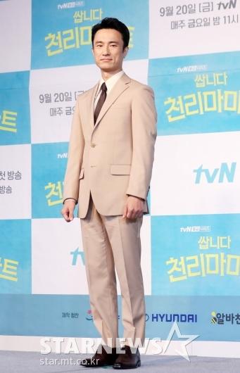 [★포토]김병철 '젠틀한 수트핏'