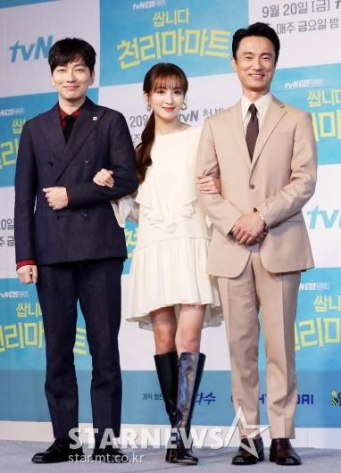 [★포토]이동휘-정혜성-김병철 '쌉니다 천리마마트'