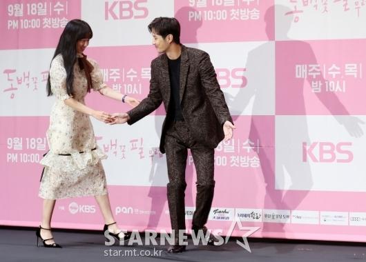 [★포토]김지석 '매너있는 에스코트'