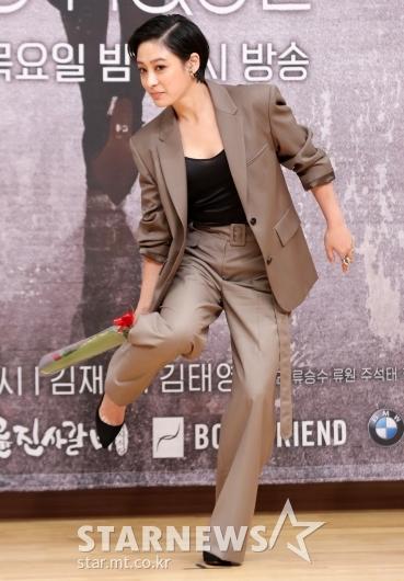 [★포토]박희본 '바지 정리하고 갈게요'