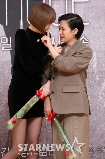 [★포토]김선아-박희본 '쉿'