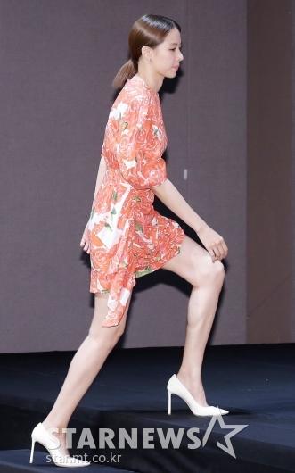 [★포토]조윤희 '시선 사로잡는 각선미'