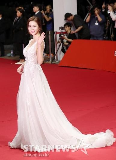 [★포토]김규리 '긴 꼬리 드레스'