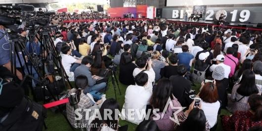 [★포토]많은 팬들 모인 BIFF 야외무대