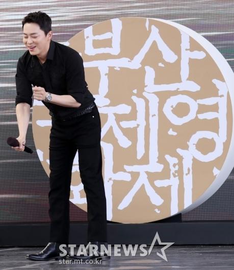 [★포토]조정석 '너무 신나 댄스댄스'