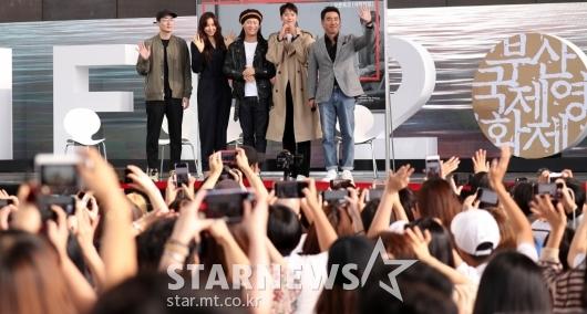 [★포토]부산팬들과 인사하는 영화 '극한직업'주역들