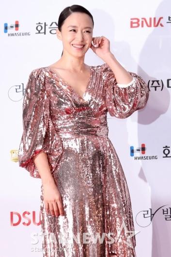 [★포토]전도연 '역대급 반짝이 드레스도 소화'