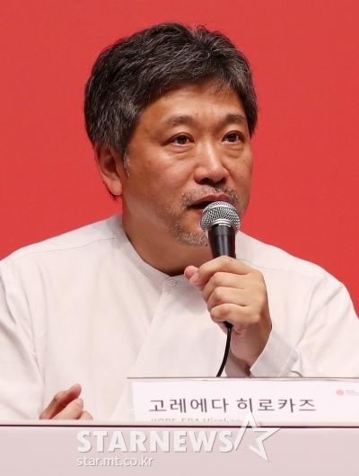 [★포토]질의응답하는 고레에다 히로카즈 감독