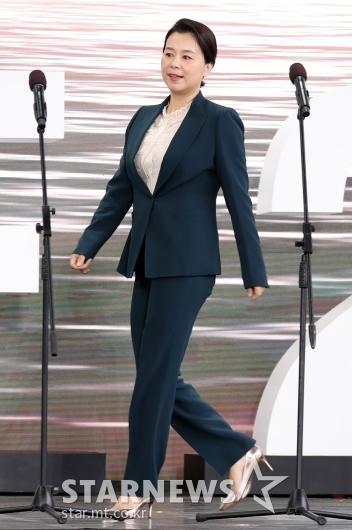[★포토]장혜진 '기생충과는 확 다른 분위기'