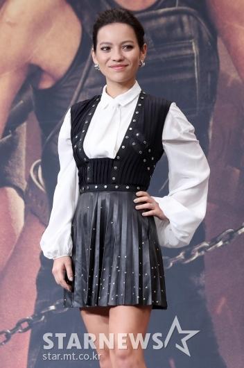 [★포토]나탈리아 레이즈 '패션도 전사 포스'