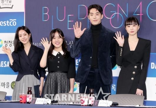 [★포토]한지민-김향기-남주혁-김다미 '손 예쁘죠?'