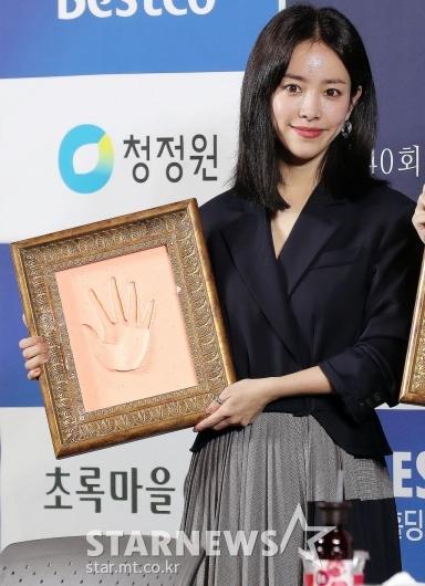 [★포토]한지민 '미모만큼 예쁜 손'