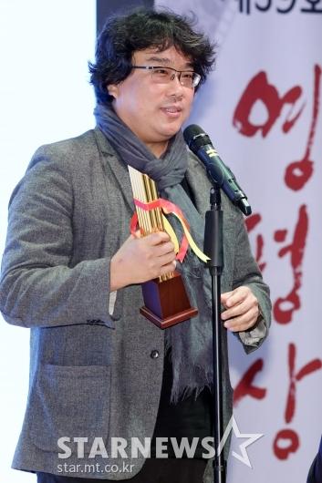 [★포토]'촬영상' 수상 소감 전하는 봉준호 감독