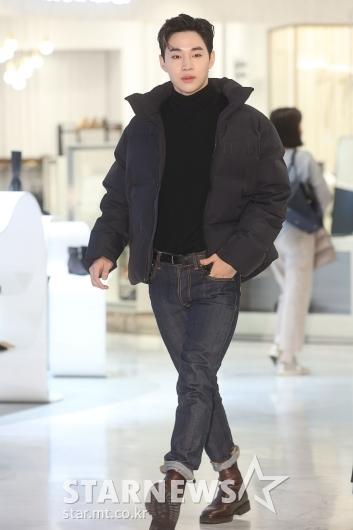 [★포토]헨리 '시크한 걸음'