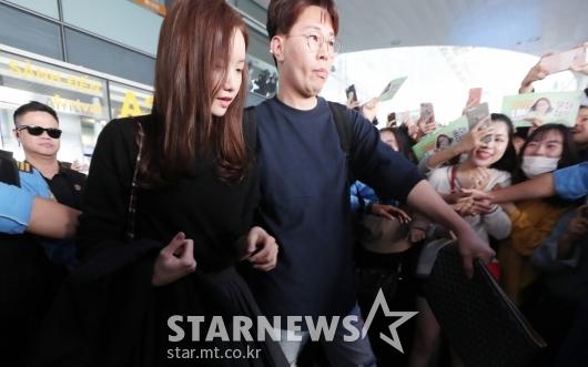 [★포토]윤아 '걷기도 힘든 인기'
