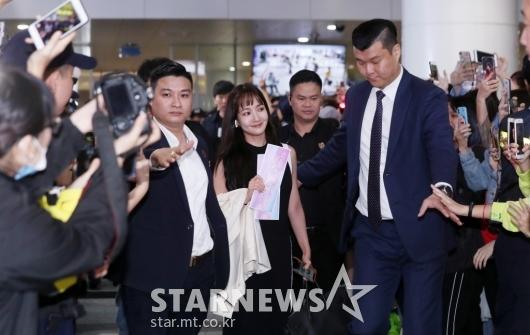 [★포토]박민영 '인기 실감케 하는 환호'