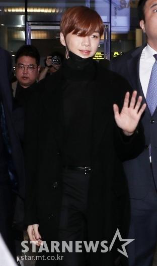 [★포토]강다니엘 '손인사만으로 베트남 들썩'