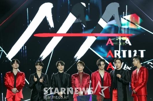[★포토]갓세븐, '2019 AAA 베트남' 올해의 퍼포먼스상 수상