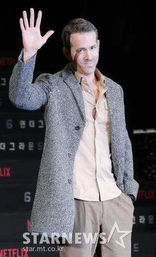[★포토]라이언 레이놀즈 '인사만 해도 멋진 남자'