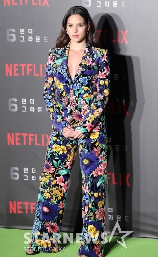 [★포토]아드리아 아르호나 '화려한 꽃무늬 패턴 패션'