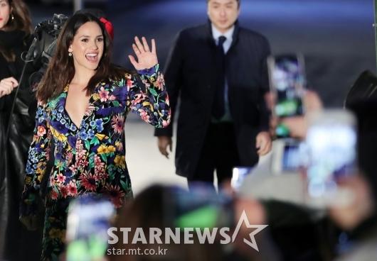 [★포토]아드리아 아르호나 '기분 좋은 인사'