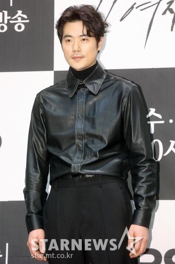 [★포토]김강우 '올블랙 카리스마'
