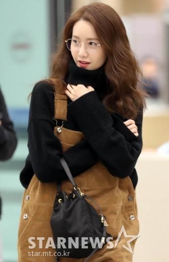 [★화보]윤아 '안경쓰니 더 예뻐!'