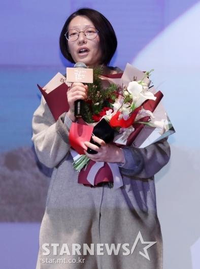 [★포토]다큐멘터리상 수상한 정다운 감독