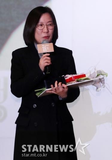 [★포토]제작자상 수상한 곽신애 대표